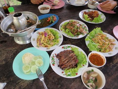 อาหารพื้นบ้าน เนื้อย่างใส่พริกกระเหรี่ยง