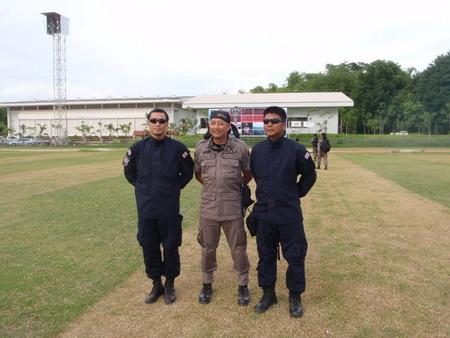คนกลางครับ ท่านพลตำรวตตรีอรรถกฤษ ธารีฉัตร ผู้บังคับการตำรวจภูธรจังหวัดเลย