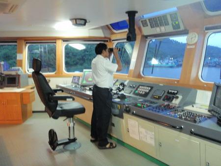 กัปตัน(นำร่องเรือ)จากท่าเรือระนอง ไปถึงปากอ่าว จะต้องมีนำล่องเรือเสมอ