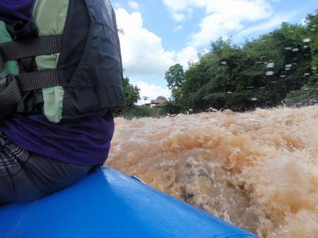 น้ำรุนแรงมาก น่าเล่นก็ระหว่างช่วงหน้าฝนนี้แหละ