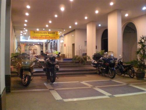 หน้าโรงแรมไดมอน ซิตี้ เมืองเพชรบุรี